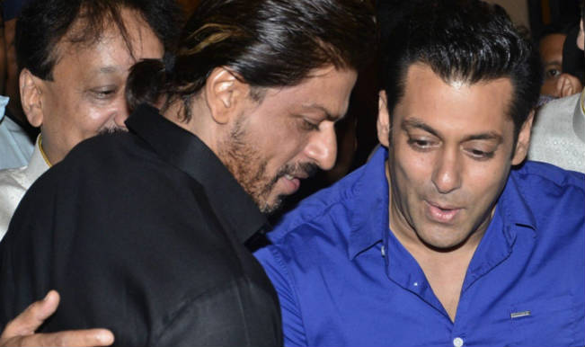 salman-khan-and-shahrukh-khan-at-iftar-party2014